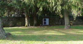 Unità esterna pompa di calore per villa monofamiliare.