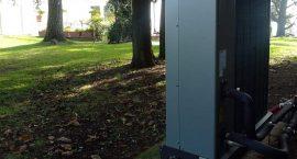 Unità esterna pompa di calore monoblocco NIBE F2040 per villa monofamiliare.
