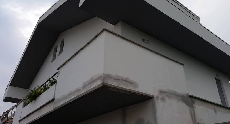 Impianto aerotermico per riscaldamento, raffrescamento e acqua calda in villa bifamiliare
