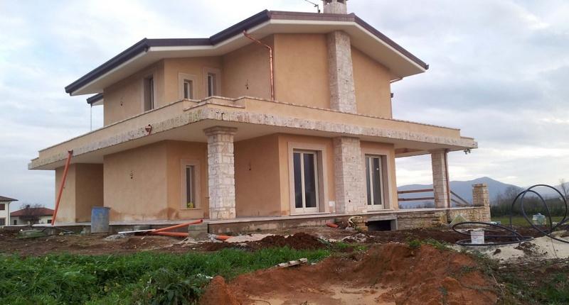 Impianto idrotermico integrato con fotovoltaico per villa.