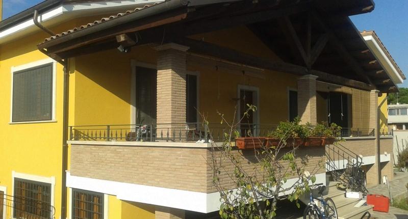 Impianto idrotermico integrato con impianto solare termico per villa monofamiliare.